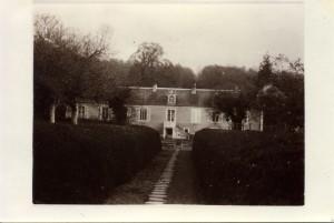 coté nord du manoir allée de la petite grille vers le chateau 1934-1935